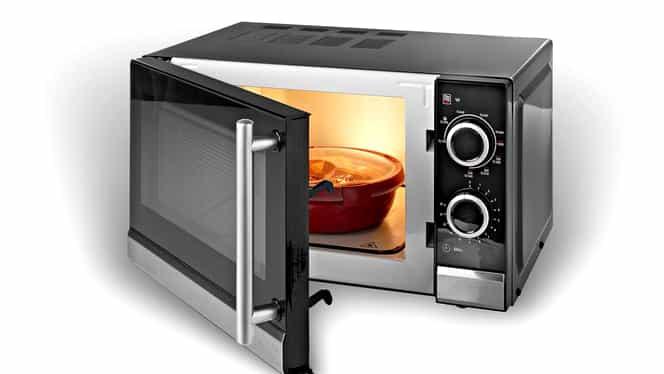 Este sau nu periculos să stai în fața cuptorului cu microunde. Iată ce spun oamenii de știință!