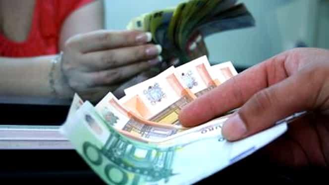 LEUL s-a apreciat faţă de euro şi franc, dar s-a depreciat faţă de dolar