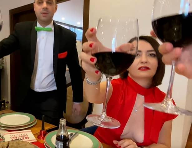 Bătălia decolteurilor! După Loredana Groza, Amalia Năstase își surprinde fanii cu o ținută care lasă la vedere aproape tot – Video și foto