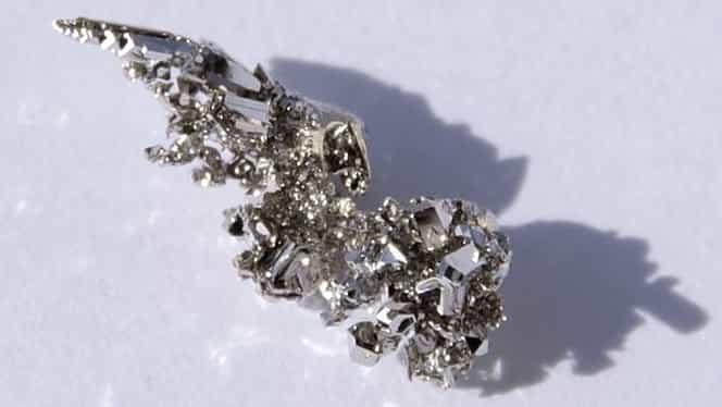 Metalul care devine mai prețios decât aurul: prețul a explodat!