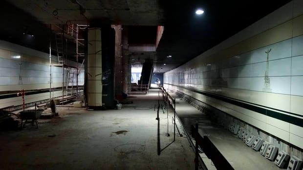 Documentația licitației pentru achiziția noilor trenuri de metrou ale acestei magistrale a fost trimisă pe SICAP (platforma care înlocuiește SEAP). Agenția Națională pentru Achiziții Publice (ANAP) trebuie să își dea acordul și apoi pot fi depuse ofertele. Intenția Metrorex este de achiziționa, într-o primă fază, 13 garnituri pe Drumul Taberei-Eroilor și apoi încă 13 aferente secțiunii Eroilor-Iancului (când aceasta va fi construită). Cert este că la inaugurare pe M5 vom avea garnituri Bombardier luate de pe alte linii. Rămâne de văzut cum va fi afectat traficul (și așa aglomerat) de pe restul rețelei.