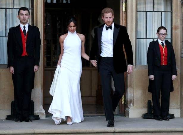Luni dimineață, Palatul Kensington a anunțat oficial că Meghan Markle, Ducesă de Sussex, așteaptă primul ei copil și că asta îi face foarte fericiți pe cei doi tineri căsătoriți. Meghan și Harry au devenit soț și soție, anul acesta, în data de 19 mai.
