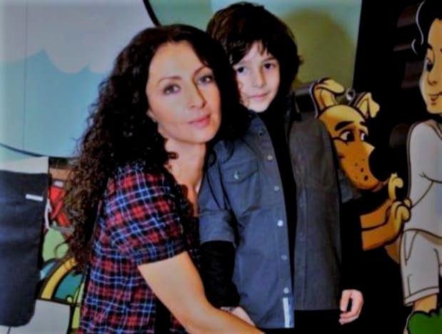 Cum arată băiatul Mihaelei Rădulescu. Are 15 ani, dar ai spune că are cel puțin 25. FOTO