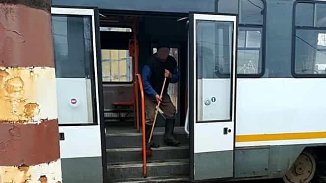 Cum se face curățenie în autobuzele și tramvaiele STB (RATB). Iată de ce sunt atât de murdare