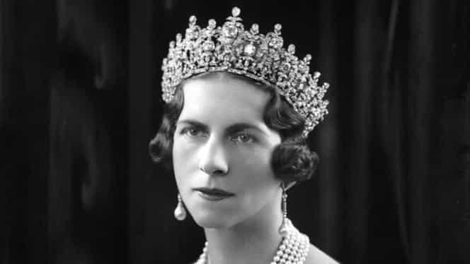 Regina-mamă Elena, reînhumată alături de fiul ei, regele Mihai I, la Curtea de Argeş. Sicriul ajunge în ţară la ora 11.00