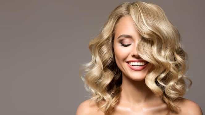 Cea mai bună metodă pentru a-ți face părul blond! Nu îți trebuie vopsea, ci bicarbonat de sodiu