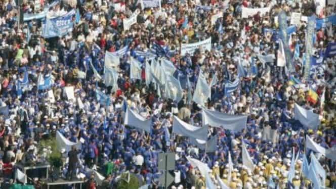 Sindicaliştii au ieşit din nou în stradă. Peste 10.000 de protestatari în Piaţa Victoriei