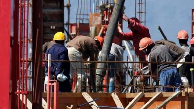 Salariul minim va fi majorat din 2020. Printre avantajați, lucrătorii din domeniul construcțiilor