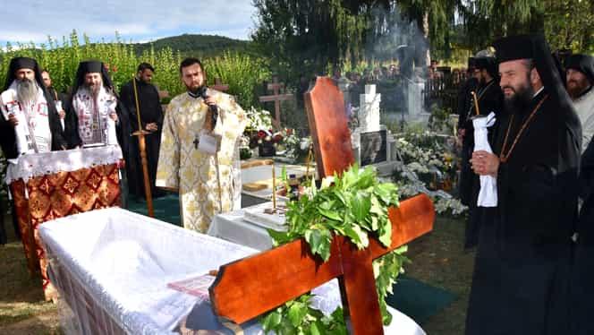 """În ce condiții se fac înmormântări în România pe perioada stării de urgență. Slujbele se vor face on-line! Vela: """"Rămâneți în case!"""""""