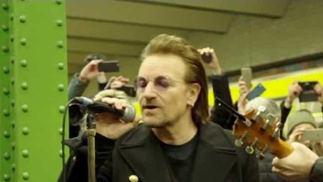 Bono şi chitaristul The Edge, mini-concert de senzaţie într-o staţie de metrou