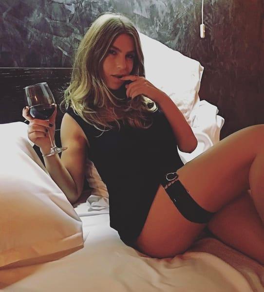 Corina Bud s-a făcut o fată și mai rea! Postează imagini deocheate în fiecare zi pe Instagram. Ultima i-a zăpăcit pe fani