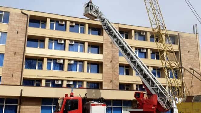 Incendiu puternic în Mamaia! Tot hotelul a luat foc!