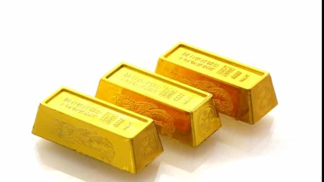 Un gunoier a găsit trei lingouri de aur într-un coș de gunoi! Ce a făcut bărbatul!