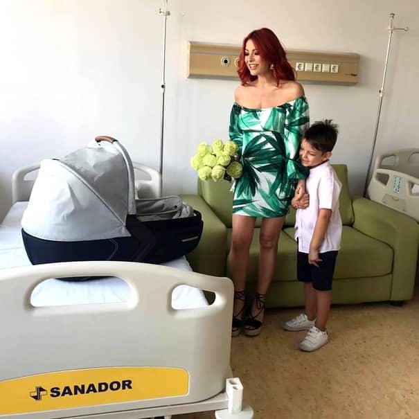 Elena Gheorghe, fără pic de fard! Puțini știu cum arată solista nemachiată