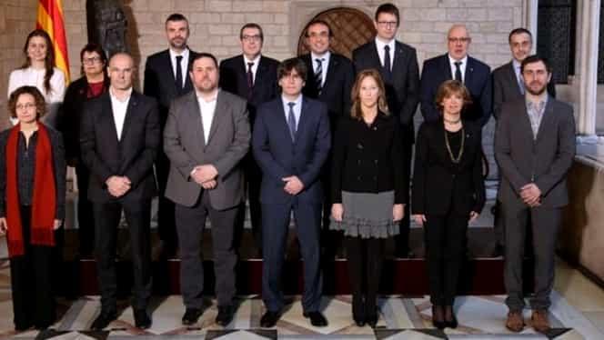 Opt miniştri catalani destituiţi, încarceraţi la Madrid