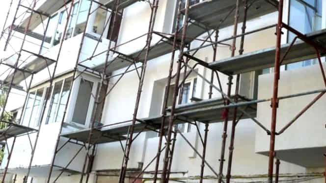 Un muncitor din Otopeni a căzut de pe o schelă de la 10 metri înălțime
