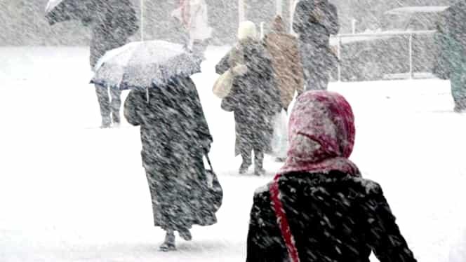 Noi avertizări de la meteorologi. COD PORTOCALIU şi COD GALBEN de ninsori şi viscol în jumătate de ţară