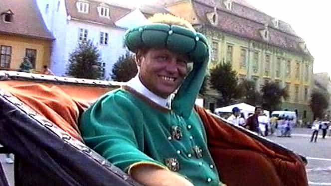 Klaus Iohannis, în ipostaze foarte rare. Imagini nemaivăzute de pe vremea când era primar al Sibiului