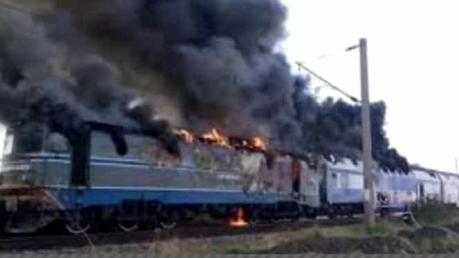 Un tren a luat foc în gara Apahida din județul Cluj din cauza unui scurtcircuit