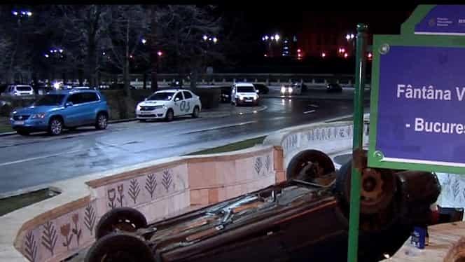 Accident spectaculos în Bucureşti! O maşină s-a răsturnat într-o fântână din Piaţa Constituţiei