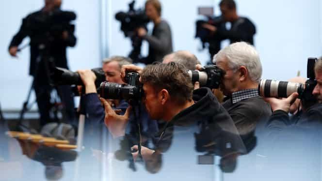 Scandal la un cotidian foarte important! Jurnalist celebru suspendat din funcţie după ce a fost acuzat de hărţuire sexuală!