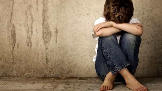 Un caz șocant zguduie România. Mai mulți copii au fost abuzați sexual și filmați de părinții lor. Înregistrările ajungeau la clienți din SUA