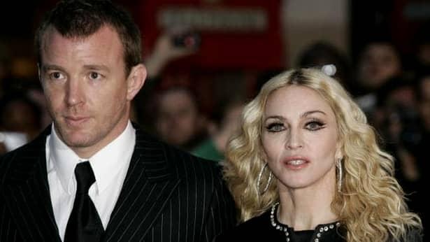 Madonna pozează în lenjerie transparentă la cei 60 de ani