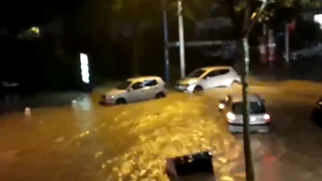 MAE, avertizare de călătorie în Franța. Cod roșu de ploi, furtuni și inundații în mai multe regiuni