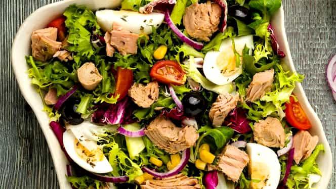 Rețeta zilei. Salată cu ton și ouă fierte