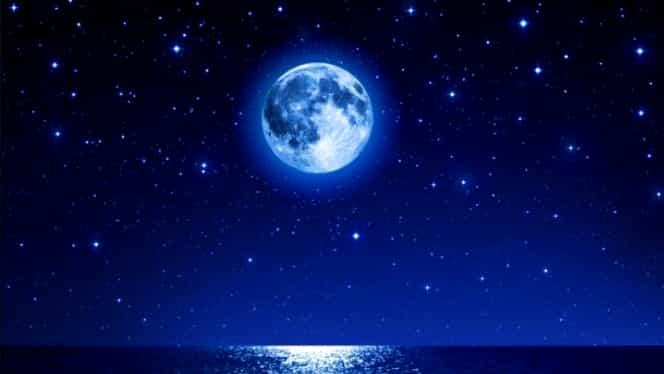 Luna Plină în Vărsător aduce schimbări radicale în viața acestor zodii. Ce nativi fac pace cu eul interior
