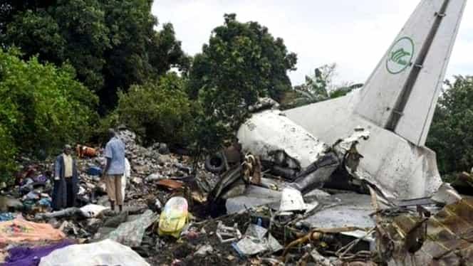 18 persoane au murit după ce un avion militar s-a prăbușit în Sudan. Printre victimele tragediei aviatice se află și 4 copii