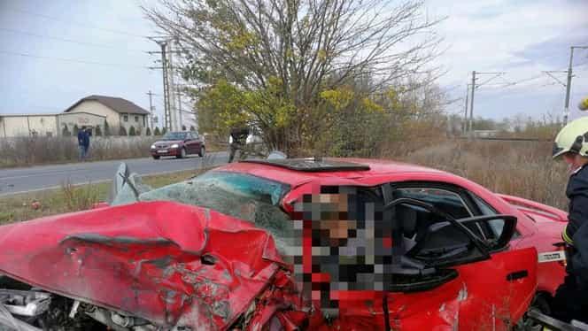Accident extrem de grav la Arad: două autoturisme s-au ciocnit violent. O persoană, resuscitată de medici