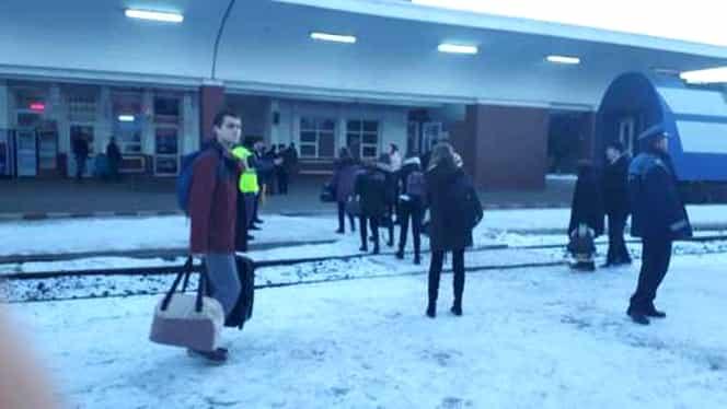 FOTO VIDEO Peste 200 de călători evacuați din Gara Roșiorii de Vede, Teleorman! Pericol de explozie