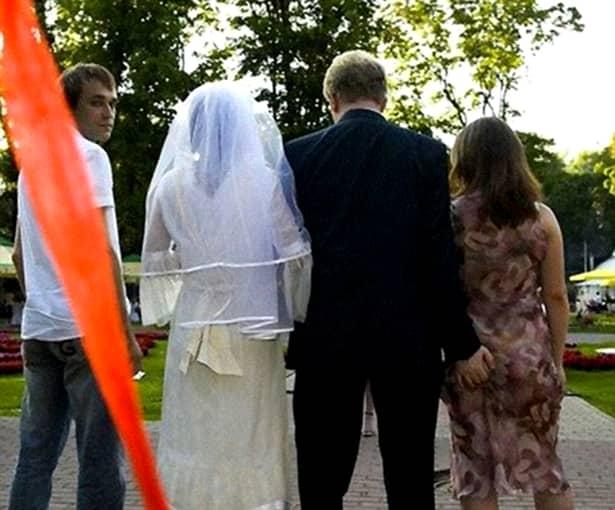 """Această mireasă a devenit celebră în toată ţara după ce a rămas cu """"frumuseţea goală"""" în faţa nuntaşilor"""