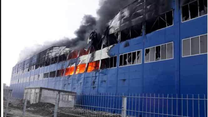 Incendiu puternic la o hală industrială din Câmpia Turzii. Avertizare Ro-Alert emisă de ISU Cluj. Update