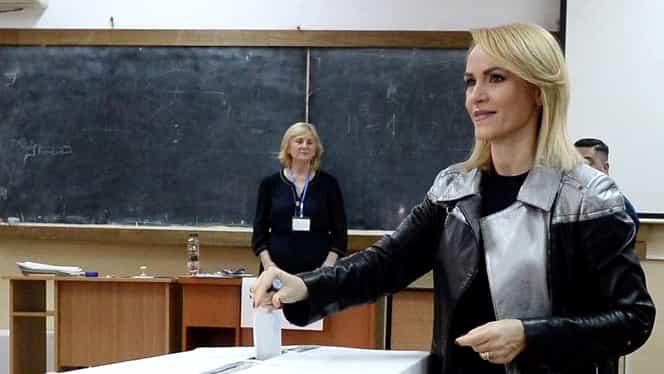 """Gabriela Firea a votat la prima oră: """"Ne trebuie oameni care se gândesc la binele românilor"""""""