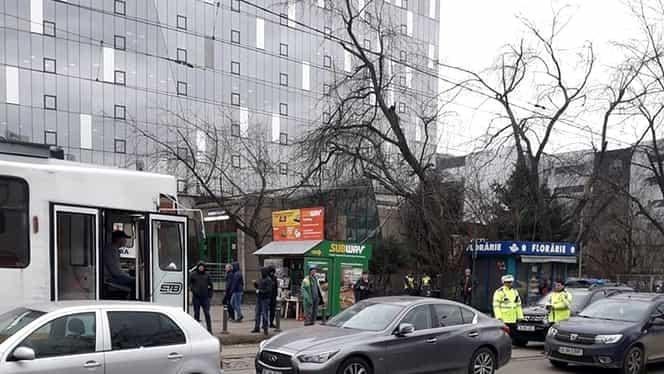 O limuzină a blocat tramvaiul în zona Pipera, la doar o zi după confruntarea dintre vatman și BMW