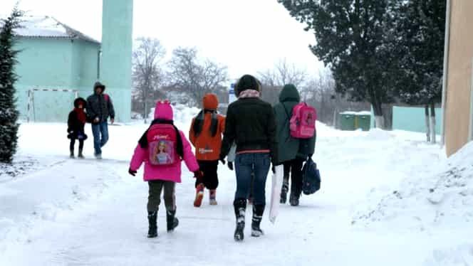 Vremea rea a făcut ravagii în țară! Nu se vor face cursuri în 59 de unități! Județele în care s-au închis școlile