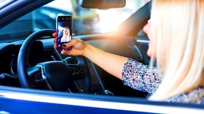 Cod Rutier 2019. Amenzi uriaşe şi permise suspendate pentru şoferii care fac LIVE la volan