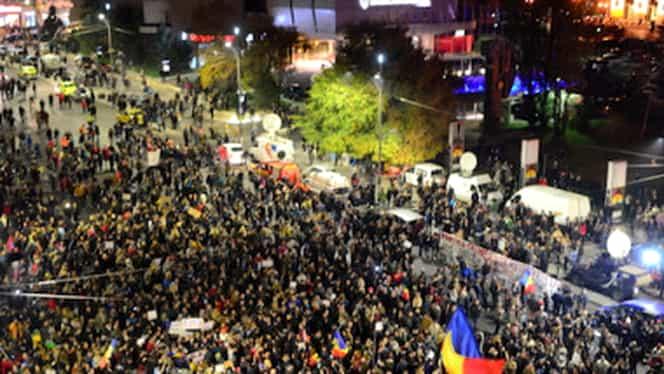 Peste 1500 de persoane, în Piaţa Victoriei la protestul împotriva modificărilor la legile justiţiei. Traficul rutier, blocat parţial