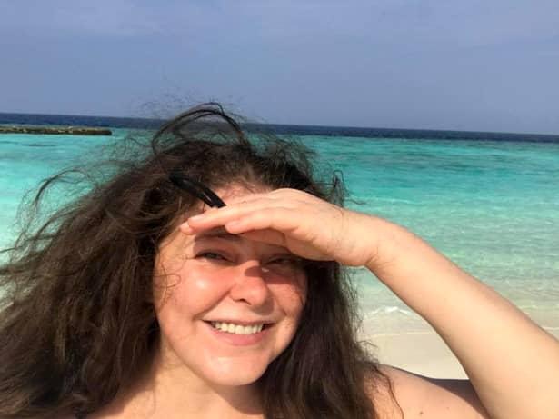 """""""Dacă la 46 de ani am un păr fără niciun fir alb și pentru că ajunsese atât de lung cum nu l-am mai avut niciodată și pentru că multe fete din atelierul meu au trecut prin tot felul de experiențe cu cancer și cu chimioterapie, m-am gândit că poate era momentul să donez și eu! Nu îmi vopsisem părul de 20 de ani! De ce să nu donez și eu?!?"""", a declarat Rita Mureșan în cadrul emisiunii """"Vorbește lume"""", după ce Adela Popescu a remarcat că s-a tuns."""