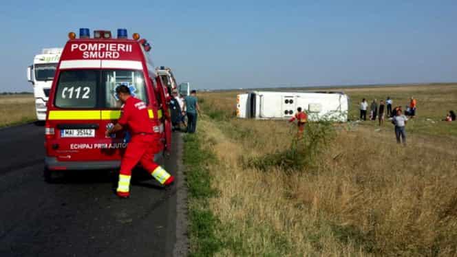 Autobuz răsturnat în Ialomiţa! Şase victime sunt transportate DE URGENŢĂ la spital
