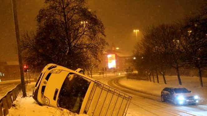 Haos în UK din cauza zăpezii. Imagini incredibile din Anglia