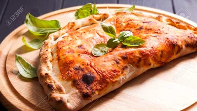 """Rețetă de post: """"pizza calzone"""" făcută în casă. Este delicioasă și ușor de preparat"""