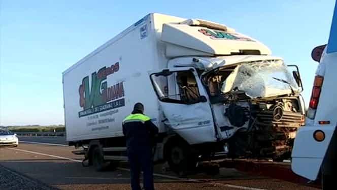 Microbuz cu români lovit de un camion în Spania. O persoană a murit în urma accidentului