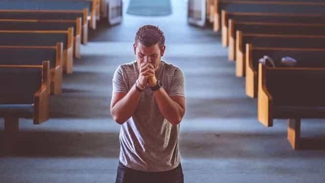 3 rugăciuni scurte de spus în Postul Paștelui. E bine să le rostim lunea, miercurea și vinerea