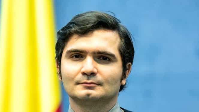 Cine este Bogdan, interpretul în limbaj mimico-gestual al conferințelor de la Ministerul de Interne. Este absolvent de Psihopedagogie Specială
