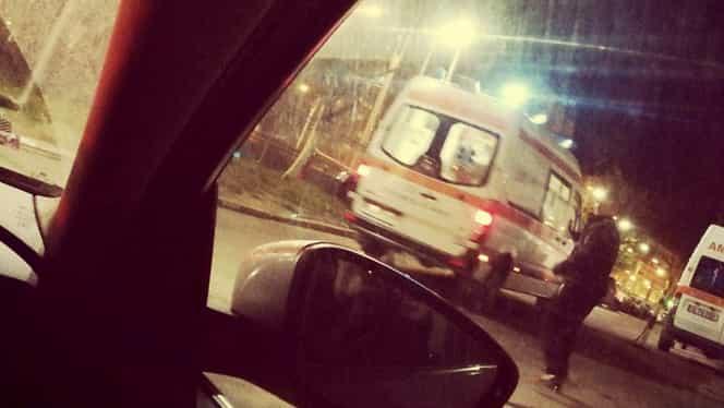 Ambulanță atacată cu pietre la Brăila. Oamenii, revoltați de cazul tinerei care a murit după ce a născut