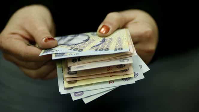 Ce spune Mugur Isărescu despre creşterea salariilor