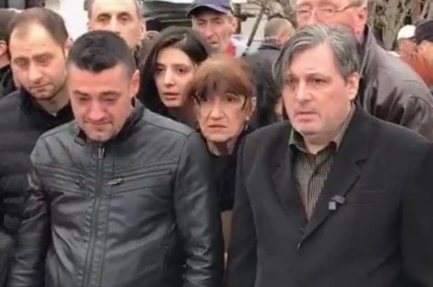 Fiul cel mare al Ilenei Ciuculete a trecut peste războiul cu Cornel Galeș. Bărbatul a mers la înmormântarea fostului soț al mamei sale